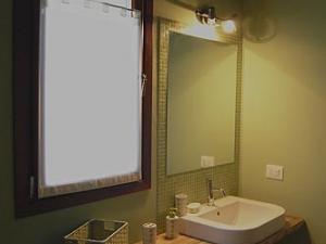 bagno camera verde la di Buiat
